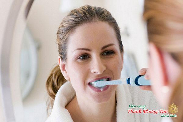 Tại sao sau khi đánh răng 5 phút miệng lại có mùi hôi