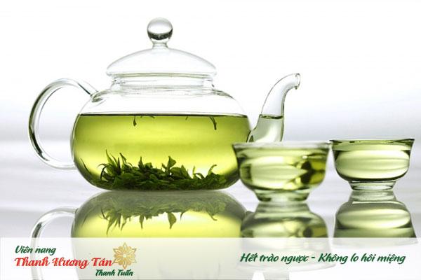 Súc miệng với nước trà xanh khử mùi hôi hiệu quả.