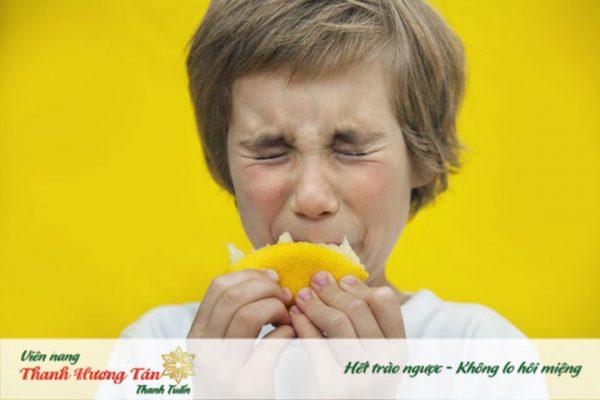 Vì sao miệng bị chua thường xuyên giống như khi ăn quả chanh