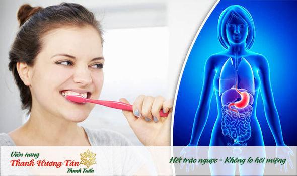 Vệ sinh răng miệng đúng cách ngăn ngừa miệng bị chua