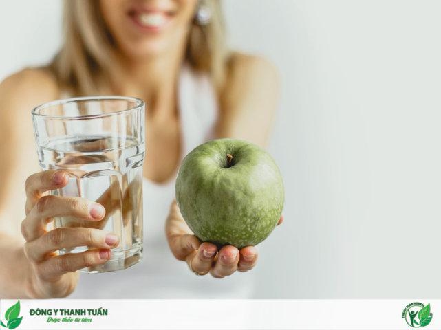 Uống nước và bổ sung dinh dưỡng trong khi điều trị bệnh bằng thuốc giảm đau hạn chế