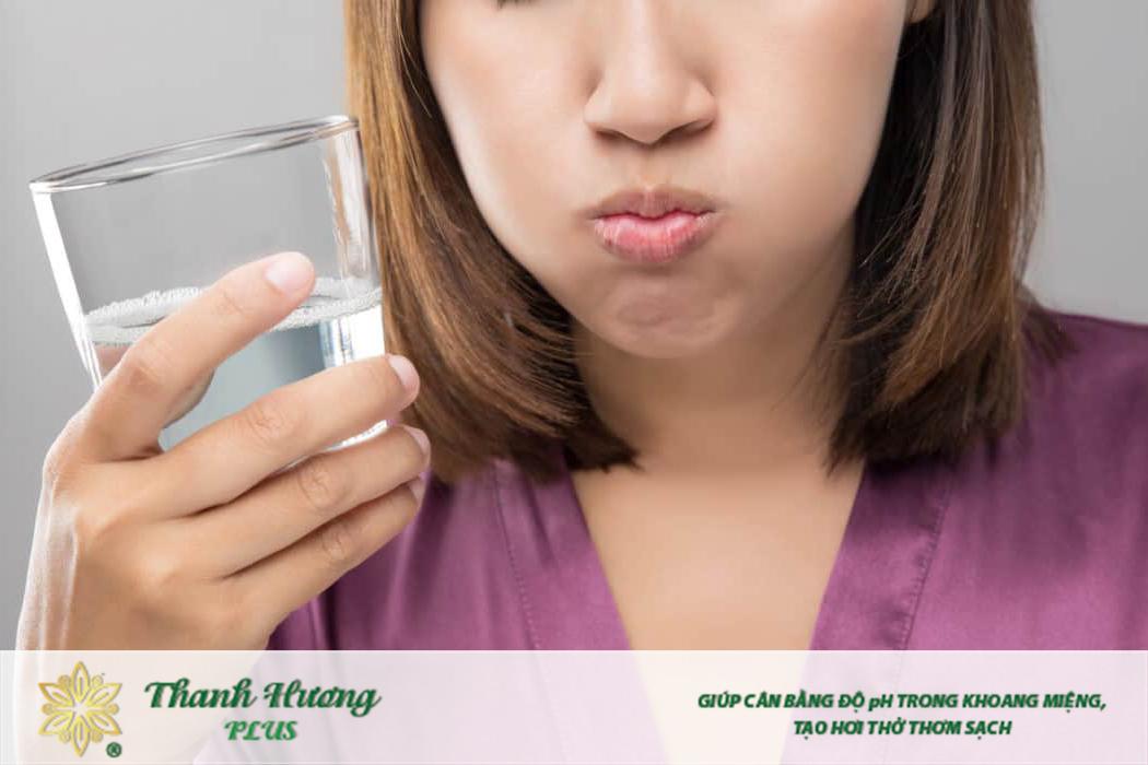 Có những nguyên tắc súc miệng nước muối đúng cách mà bạn nên tuân thủ