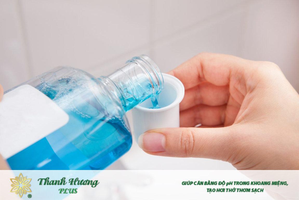 Nước súc miệng trị hôi miệng hiệu quả khi dùng đúng loại