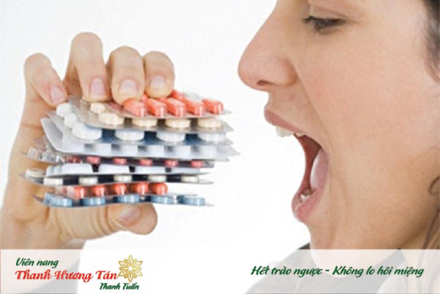 Sử dụng thuốc kháng sinh cũng có thể gây miệng đắng