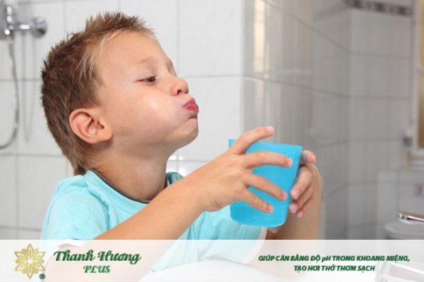 Cách dùng nước súc miệng ngậm nước súc miệng