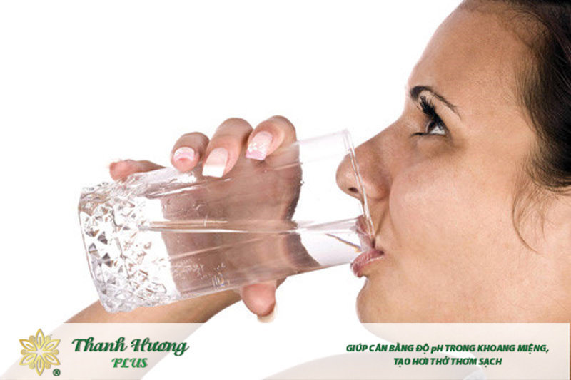 Súc miệng nước muối trước hay sau khi đánh răng đều được