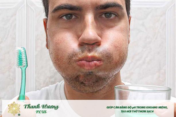 Nên kết hợp cả đánh răng và dùng cách sử dụng nước súc miệng