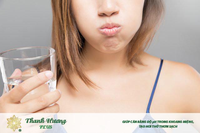 Dùng nước súc miệng nào tốt