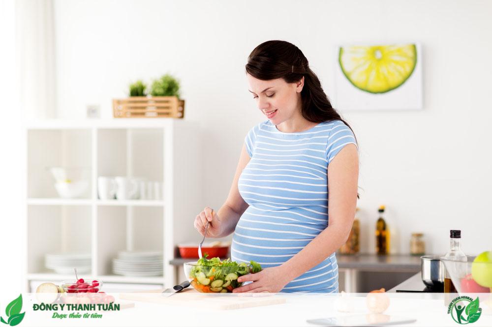 Chế độ ăn uống lành mạnh giúp bà bầu cải thiện tình trạng đắng miệng